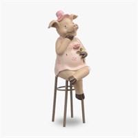 Свинка в Смущении на Стуле (Полистоун)